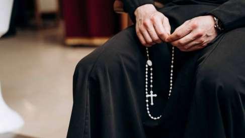Франківців запрошують на онлайн-молитву Вервиці з нагоди Дня матері